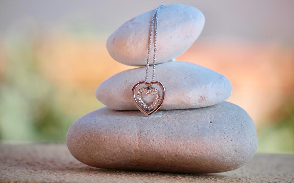 Comment choisir un bijou fin pour une femme ?