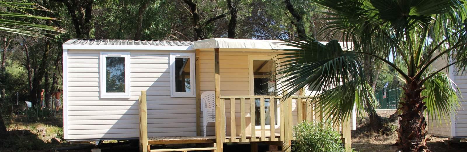 Découvrez une vingtaine de tentes, chalets et mobil-homes uniques au camping Site de Gorge Vent